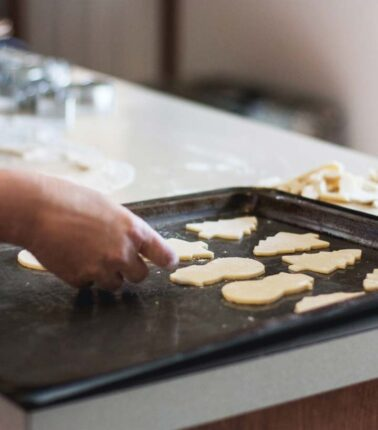 4 Best Ways to Clean Baking Sheets