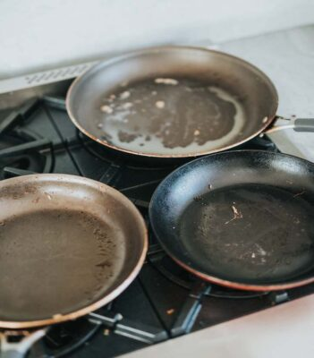 How to Clean a Burnt Pan: 4 Best Methods